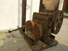 Hand pump gearbox with stand and forcepump