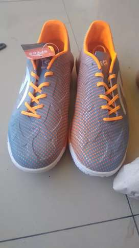 Sepatu futsal specs swervo