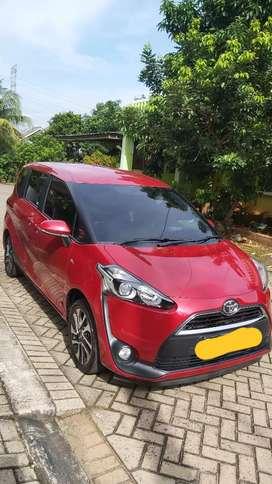 Toyota Sienta V Merah Maroon