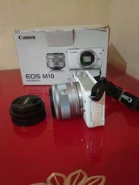 DiJual cepat Kamera mirrorless CANON EOS M10 15-45mm