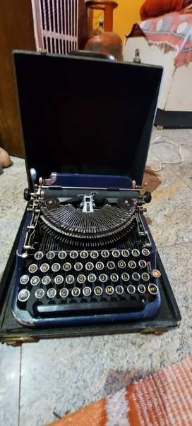 Vintage Type writer from mid 70s working condition