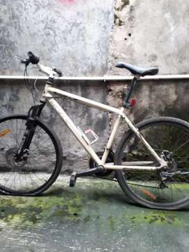 Dijual sepeda mountainbike Wimcycle warna putih