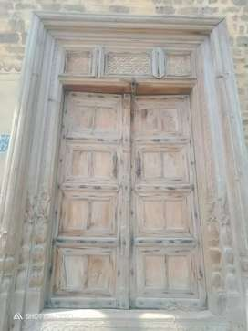 A wooden door.antique piece..just new only serious buyers contact me