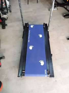 Manual Treadmill to 585 prepared to jump, or flip, returned away and