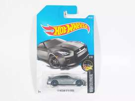 Hot Wheels '17 Nissan Skyline GT-R R35 Grey (HW Nightburnerz 2017)