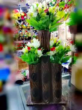 Cylindrical artificial Flower Vase With Full of Flowers