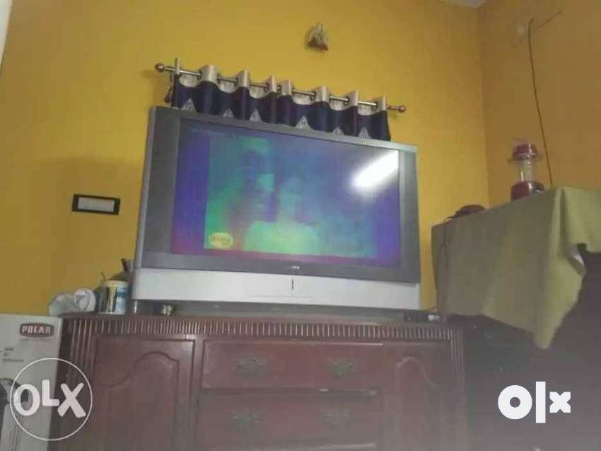 Gray And Black CRT TV 0