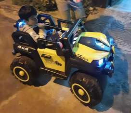 3 to 5 year kids Car with Remote Good working 6 Month old
