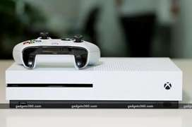 Xbox one s with 2 controllers