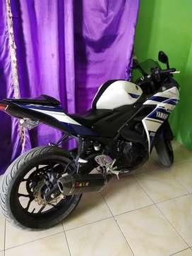 Yamaha r 25 biru putih