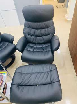 Pedicure station with jacuzzi and recliner chair