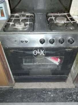 Cooking Range witih OVEN 3 burner Awesome condition