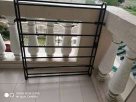 Luggage carrier stand of car