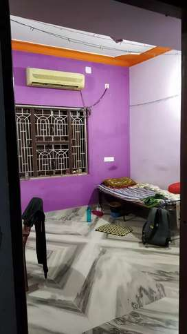 one room vacant in a 2bhk.