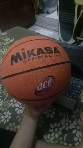 Bola basket merk mikasa