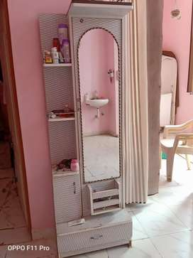 New condition dressing table for sell