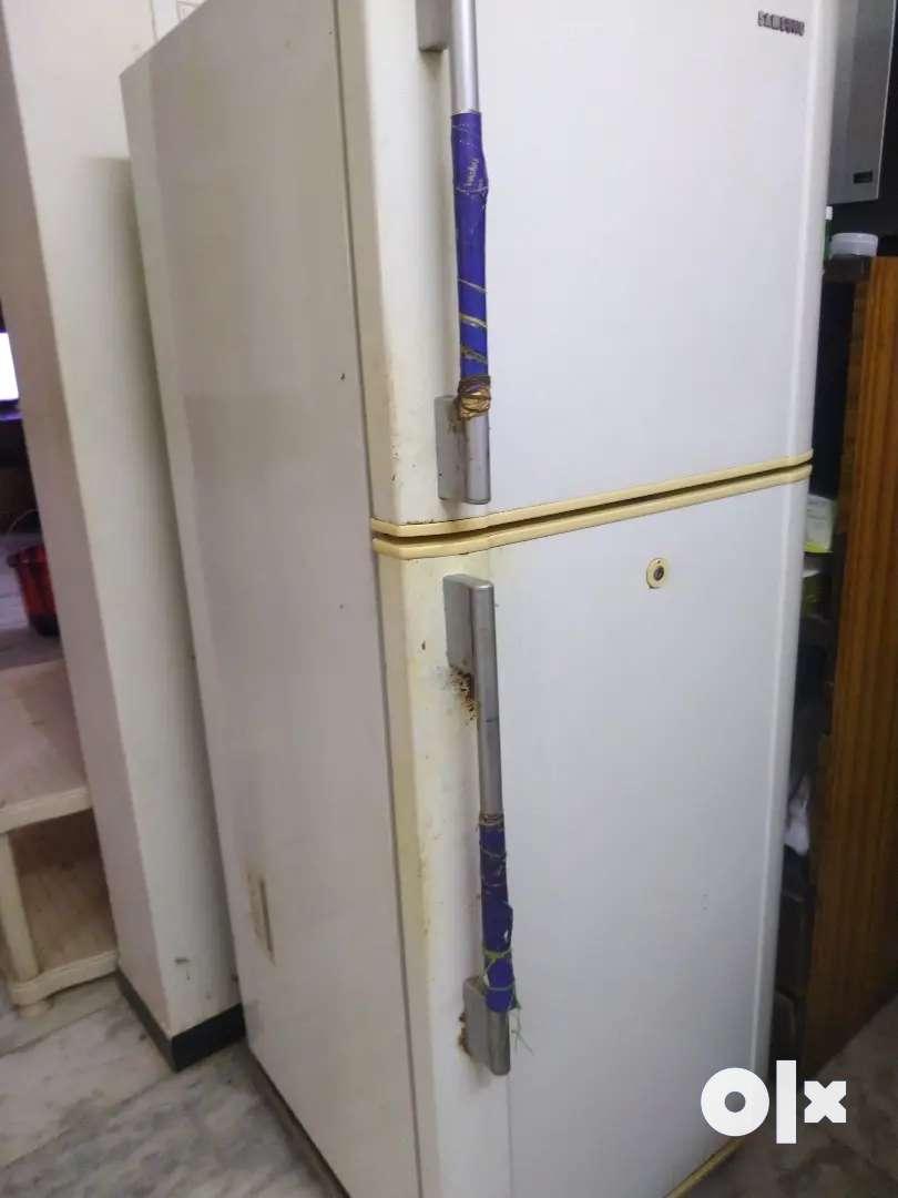 Samsung two door fridge 0