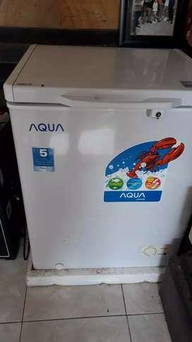 Freezer aqua kondisi masih mulus