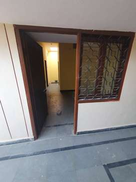 2 BHK flats for rent in a very prime location, opp. Owaisi hospital.