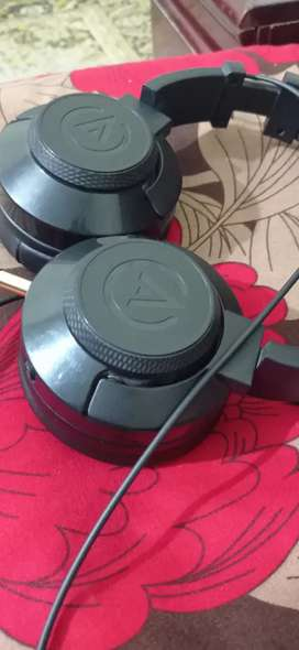 Audionic headphones branded