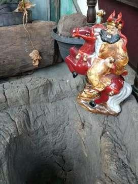 Patung keramik Cina Kwan Kong lawas apa adanya pedang patah ilang