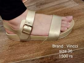 Branded shoes in low rates
