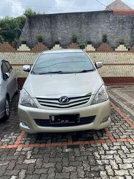 Innova 2.0 V luxury 2011 km 63 rban NEGO