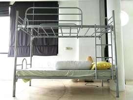 Tempat tidur tingkat besi silver