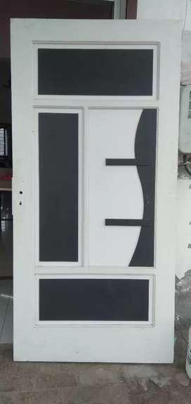 Pvc doors 350 scear feet no water problem,no soiunk di problem 15 saal