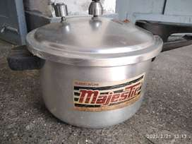 Pressure cooker large size in kamra cantt