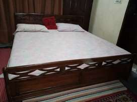 100 %PURE SHESHUM WOOD QUEEN SIZE BED WITH MASTER MOLTY FOAM MATTRESS