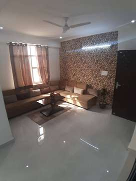 BIG JUMBO 3 BHK FLAT NEAR 200 FEET MAHAL ROAD.