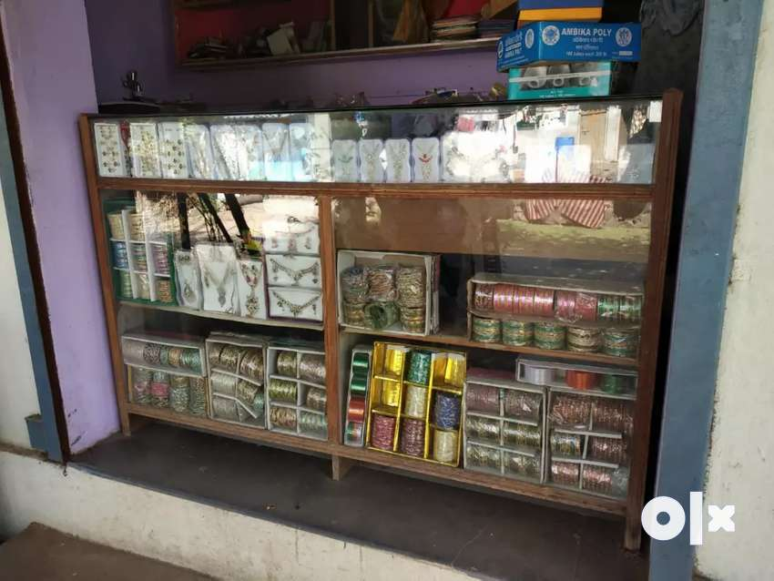 Glass furniture to store Jwelllery with Jwelllery item
