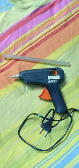 Glue Gun with 1 glue Stick