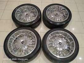 Velg Keren Racing Wheel Ring 22 Pcd6x139,7 Crome cocok Pajero,Fortuner