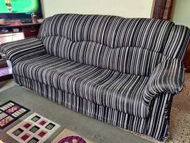 Well maintained and good condition sofa set
