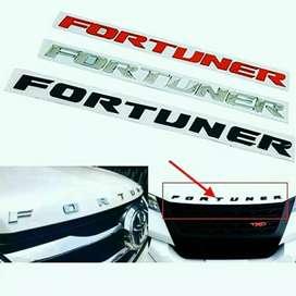 Emblem Kap Mesin Mobil Fortuner