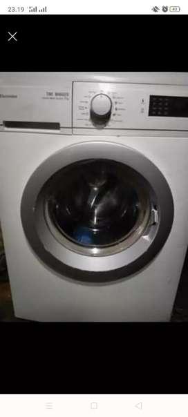 Mesin cuci electrolux 8 kg