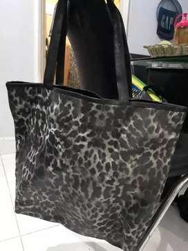 Tas tote besar motif macan