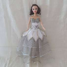 BARBIE COLLECTIBLE ITEM WITH HAND-MADE DESIGNER'S DRESS