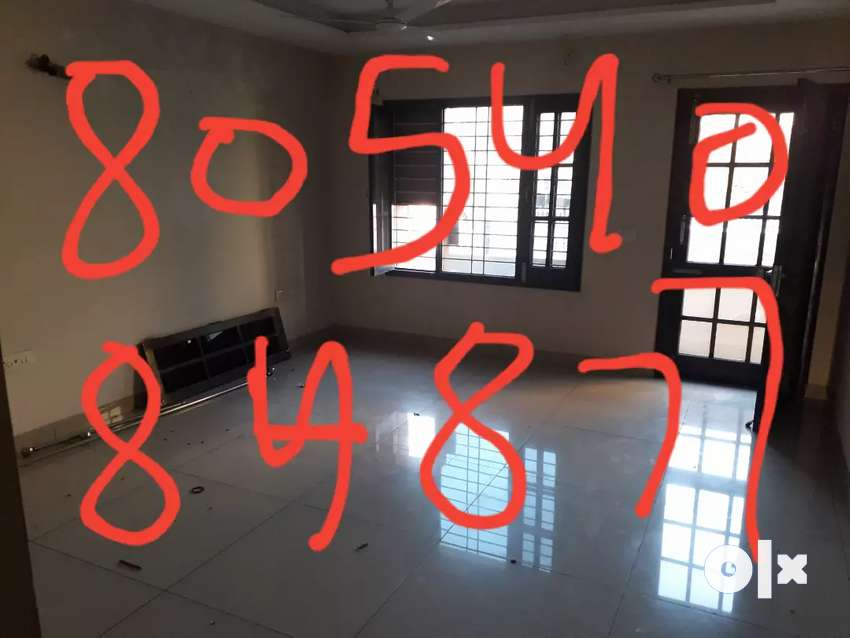 Room set prime location chhotti Baradari 0
