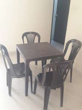 Cello Dining table + 4 chairs