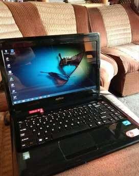Pengepul laptop dan komputer rusak