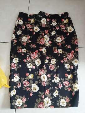 Rok Eprise motif bunga bunga size S