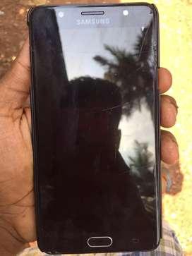 Samsung galaxy j7 max display slightly cracked working good