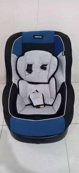 Car seat atau kursi mobil