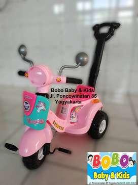 Sepeda Anak Vespa Roda 3 Dengan Dorongan - Mainan Skuter Dorong