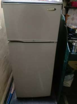 Kelvinator 195 Ltr double door fridge