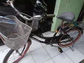 Sepeda wanita / anak keranjang