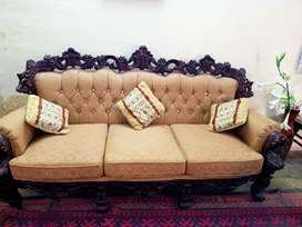 Chinoti five seater sofa set